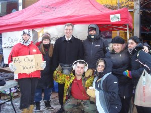 Volunteers pose for a picture with Ottawa mayor Jim Watson