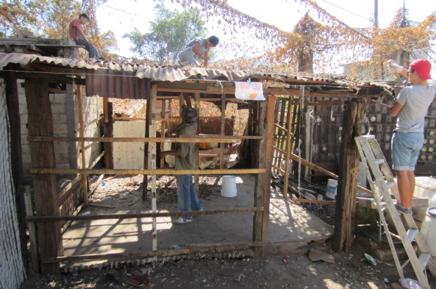 Building a house in La Estacion. Photo by Kirsten Fenn